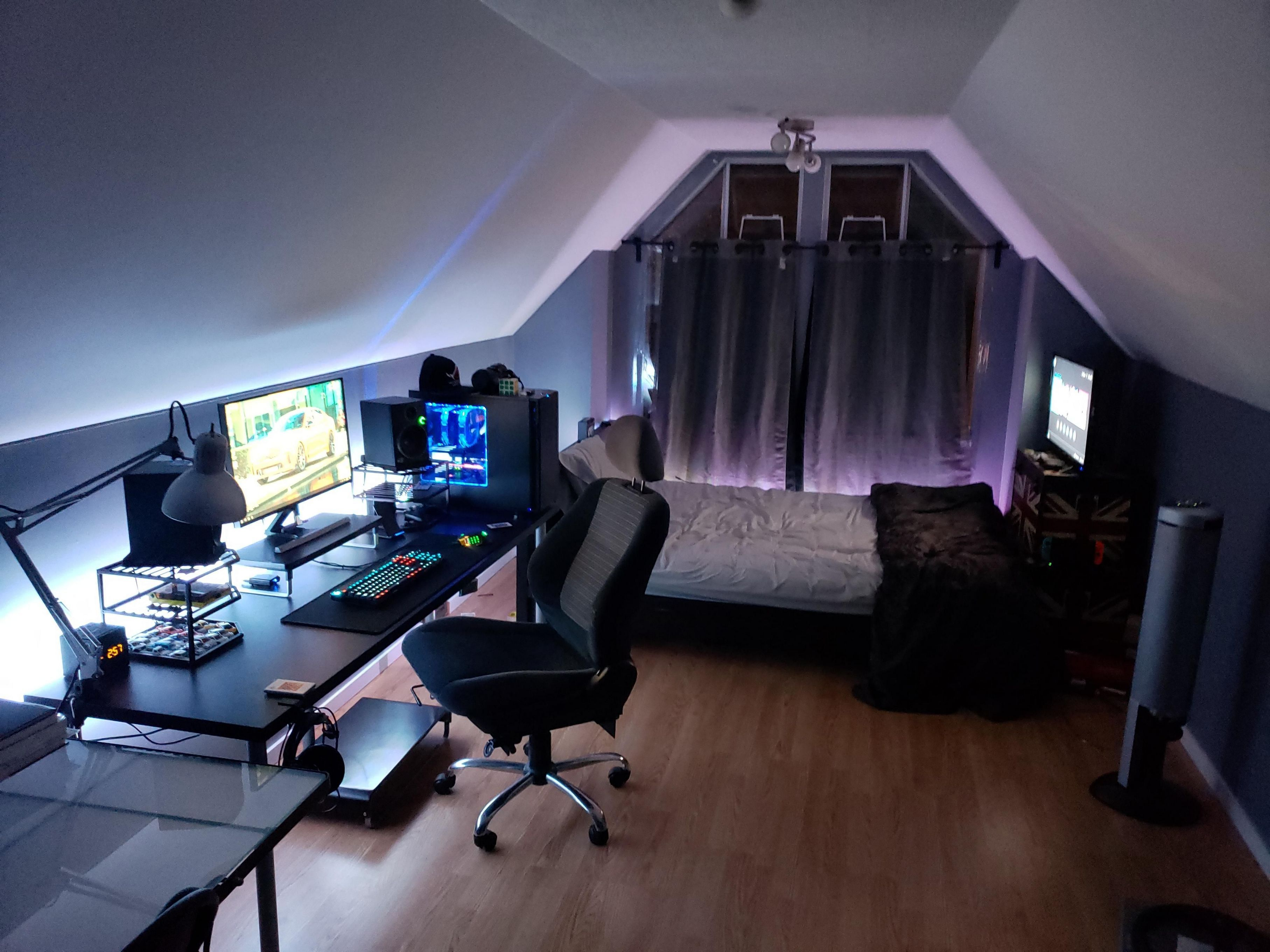 If You Receive Hot With Three Other Folks In The Room Problem Solved In This Way People Have Sufficient Room To Bedroom Setup Room Setup Small Game Rooms