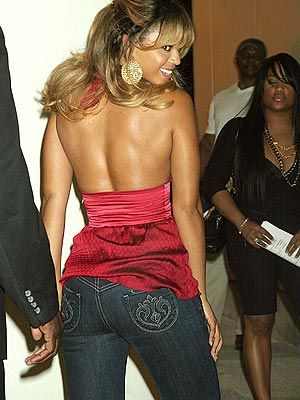 Beyonce Knowles wearing blue skinny jeans and amazing red top | Jeans for curvy women | Jeans for curvy women