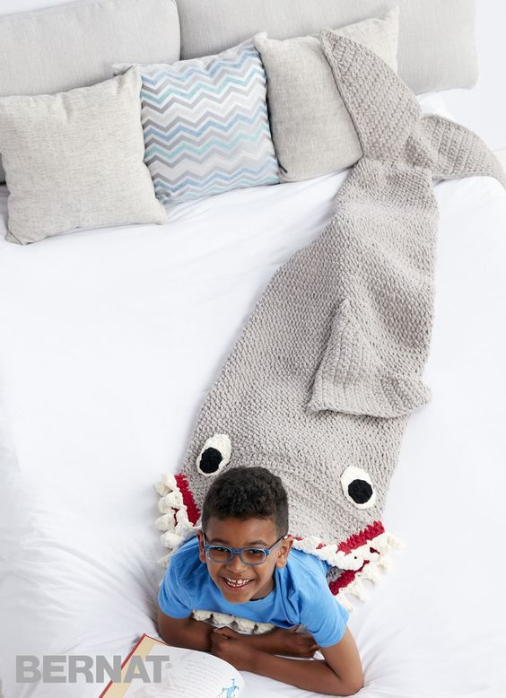 Crochet Shark Blanket Sack + Free Pattern + Video Tutorial | Hekel ...