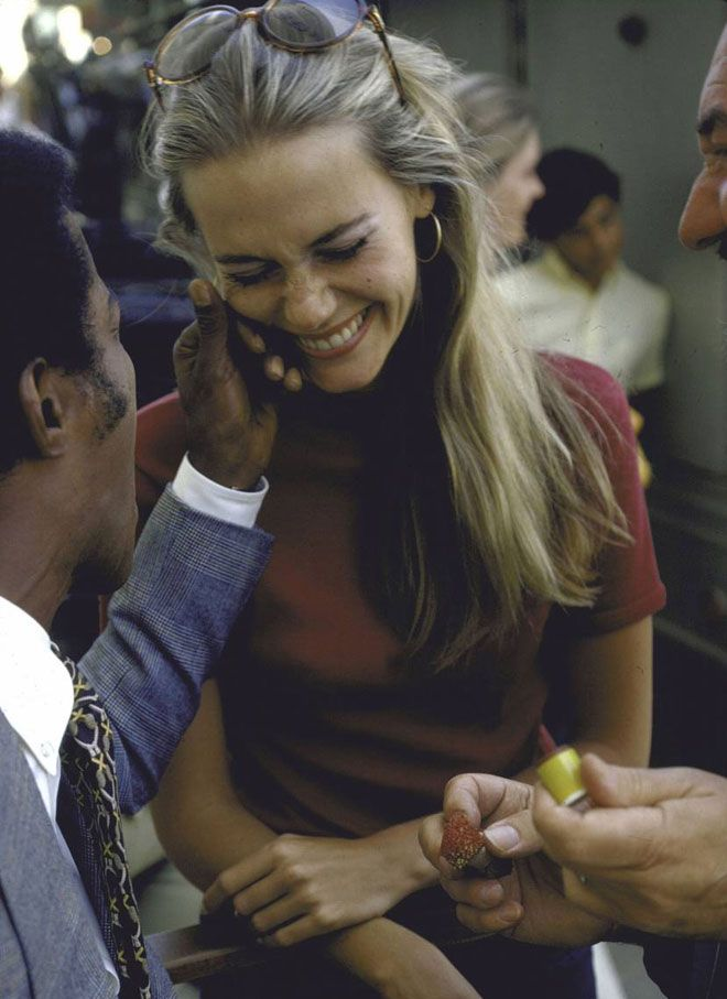 """Peggy Lipton and Sammy Davis Jr. during the shooting of the TV show """"Mod Squad.""""1970"""