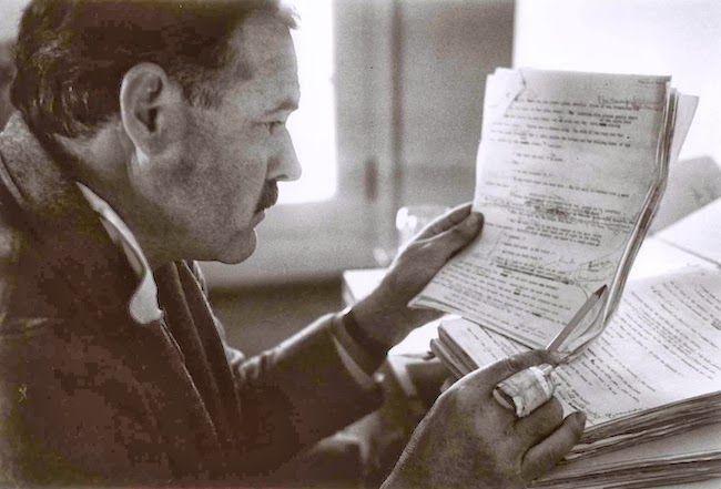 Y corrigiendo Ernest Hemingway.