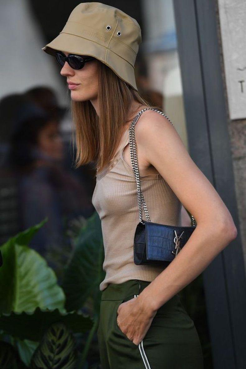 Los Bucket Hats Pueden Ser Muy Cool Y Estos Outfits Lo Prueban Moda Gorros Moda Sombreros De Moda