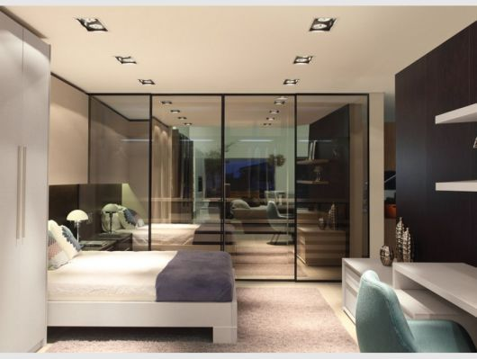 vidro reflecta em quarto