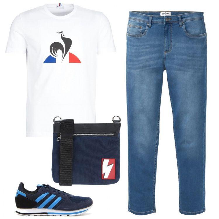 Jeans morbidi e maglietta stampata, scarpe Adidas e borsa