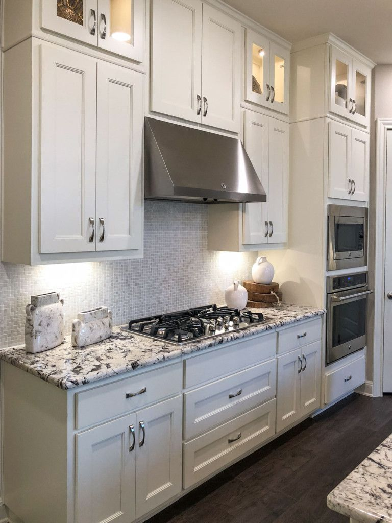 Large Drawers Under Cooktop Kitchen Taylorcraft Cabinet Door Company In 2020 Kitchen Cabinets White Kitchen Drawers Traditional Cabinets