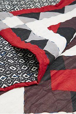Couvre Lit Rouge Et Noir Imprime Etoiles Couvre Lit Lits Rouges Chambre Parents