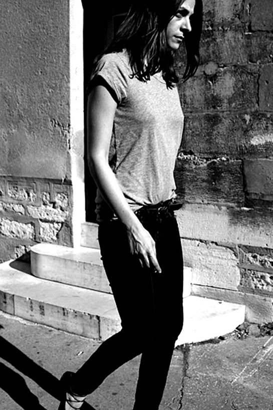 French how-to:  Plain t-shirt with quality belt and skinny jeans. Capucine Safyurtlu