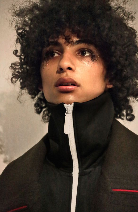 デヴィット・ボウイ急逝を受けロンドンコレクションで哀悼パフォーマンス相次ぐ | Fashionsnap.com                                                                                                                                                      もっと見る