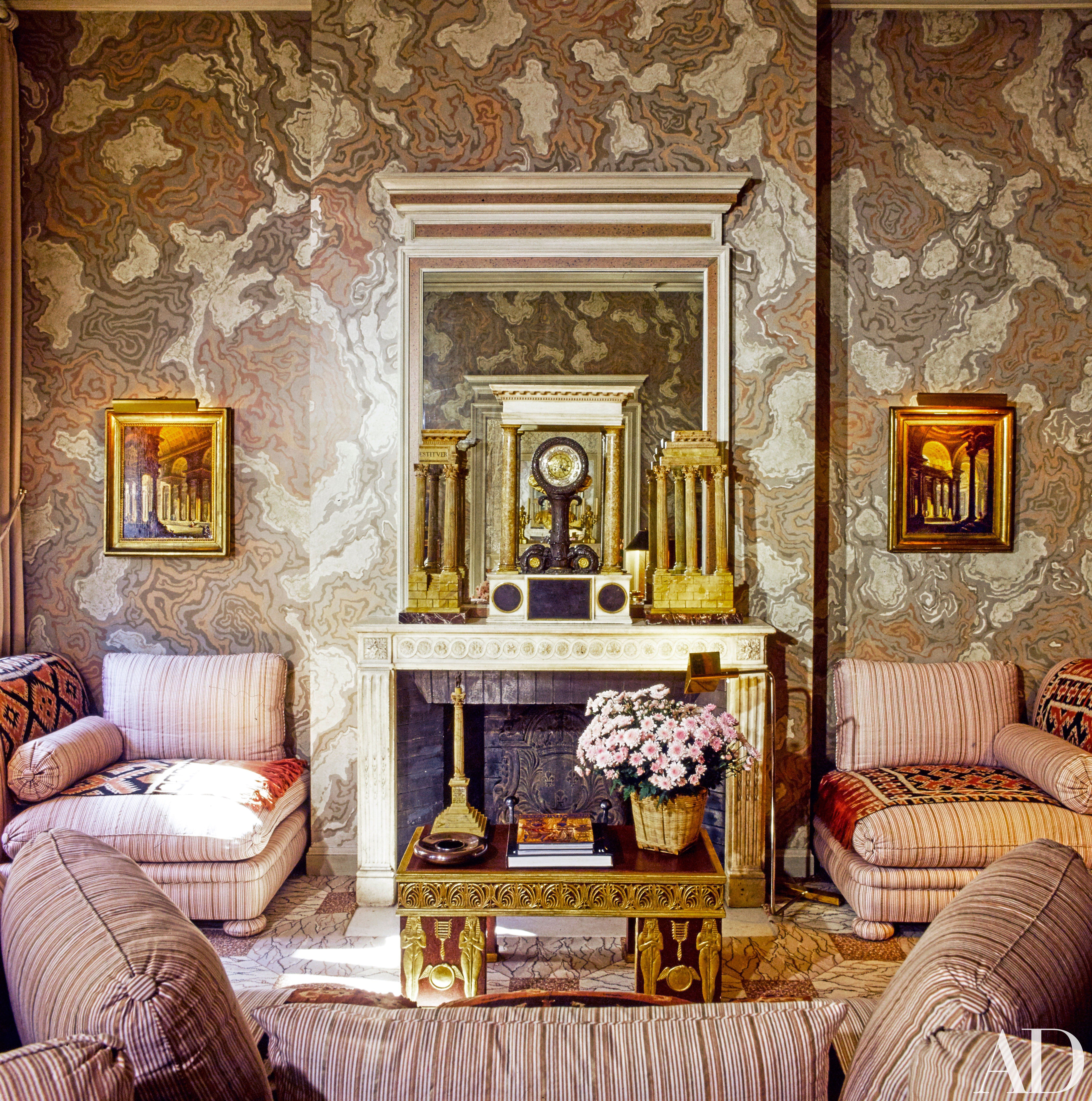 Go inside 15 designers own homes decorador interiores for Decorador interiores