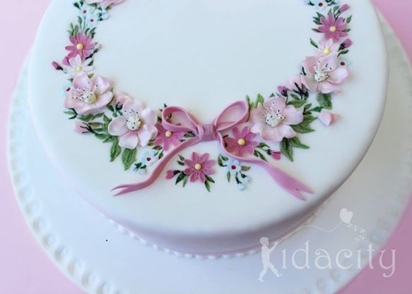 flower circlet cake by Kidacity Cupcakes and Cakes Pinterest