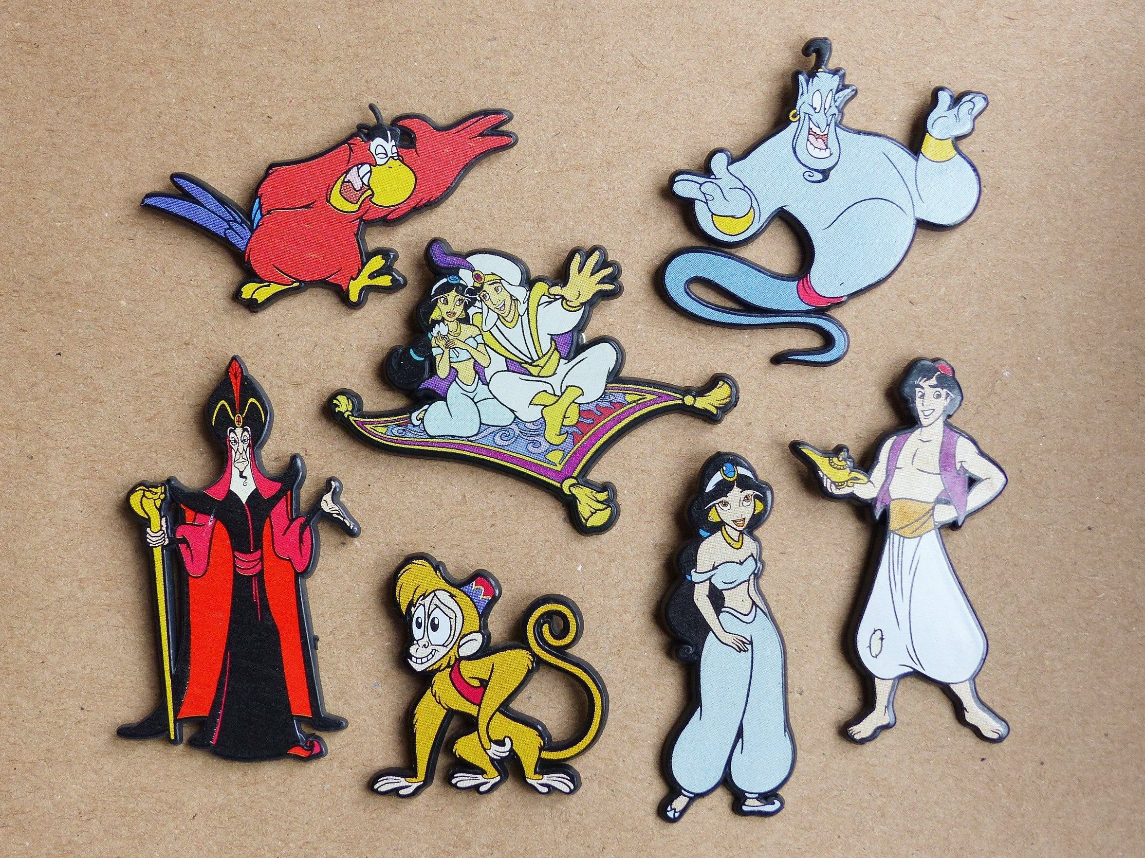Vintage 90 S Disney Aladdin Plastic Badges Etsy In 2020 Nostalgic Gifts Disney Aladdin Magic Carpet