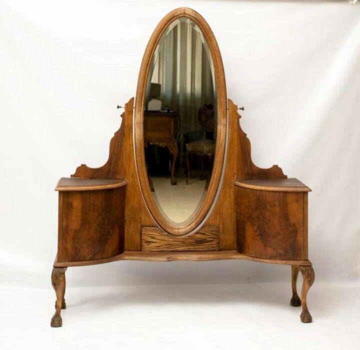 Espejo oval estilo tocador en pieza de cuerpo completo for Espejos de cuerpo completo modernos