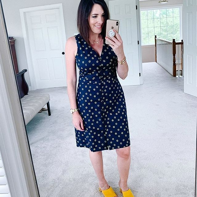 So many cute dresses this season... it's hard to choose a favorite. 👗 This button-front a-line sheath is perfect for work wear or Sunday church, and it's only $29. All details linked in bio👉🏻@jolynneshane. #sundaybest #summerstyle #linkinbio