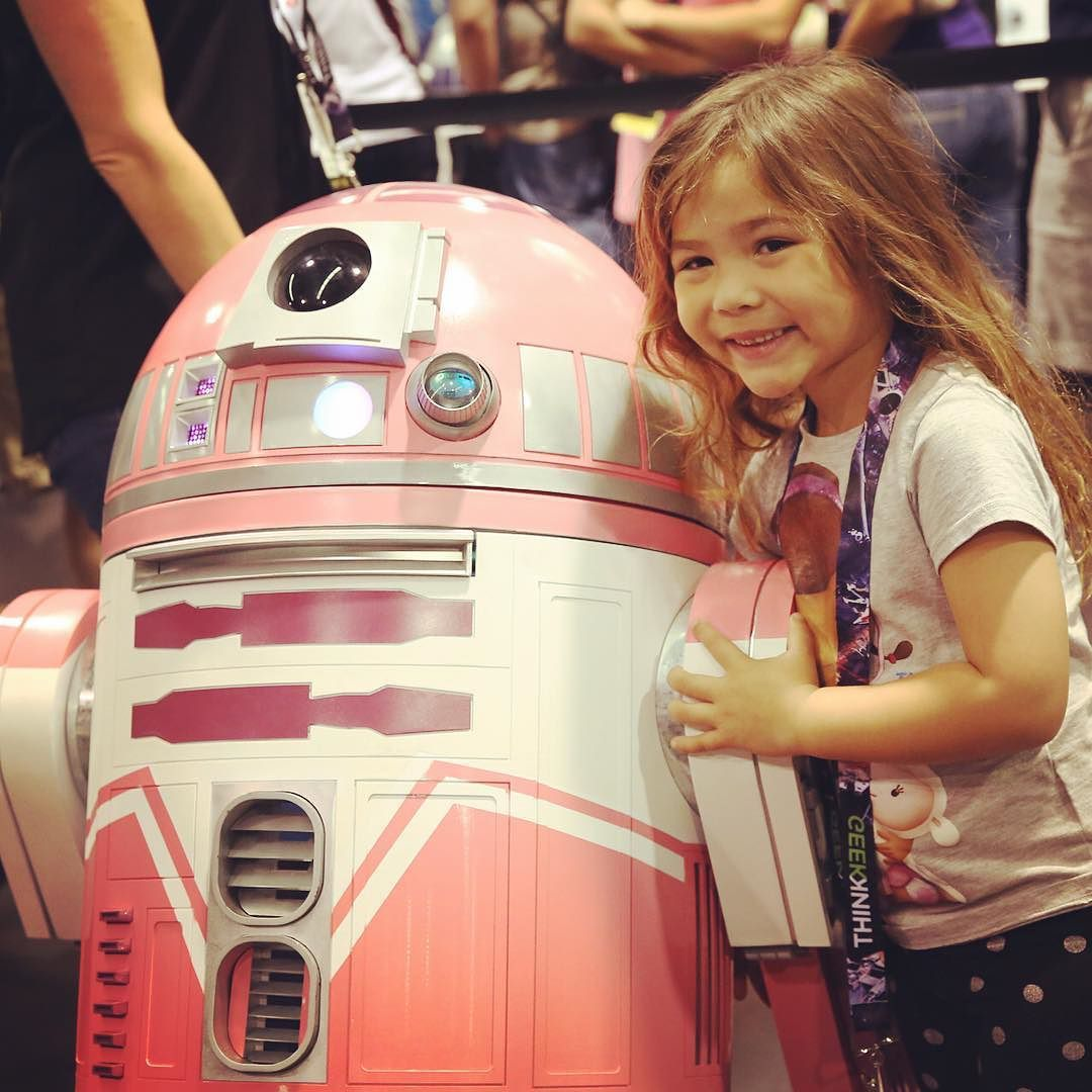 #FanFriday - The odds of successfully surviving this overload of adorableness are approximately... #StarWars #fans #r2builders #ktqt by: @starwars