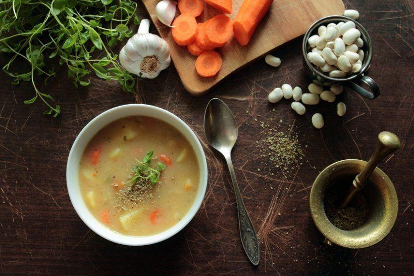 Neuer Ernährungstrend aus den USA: Souping - Der neueste Trend aus den USA nach Juicing, also Saftkuren, ist Souping, ein Detox-Programm mit Suppe. Doch was ist wirklich dran an dem Trend?