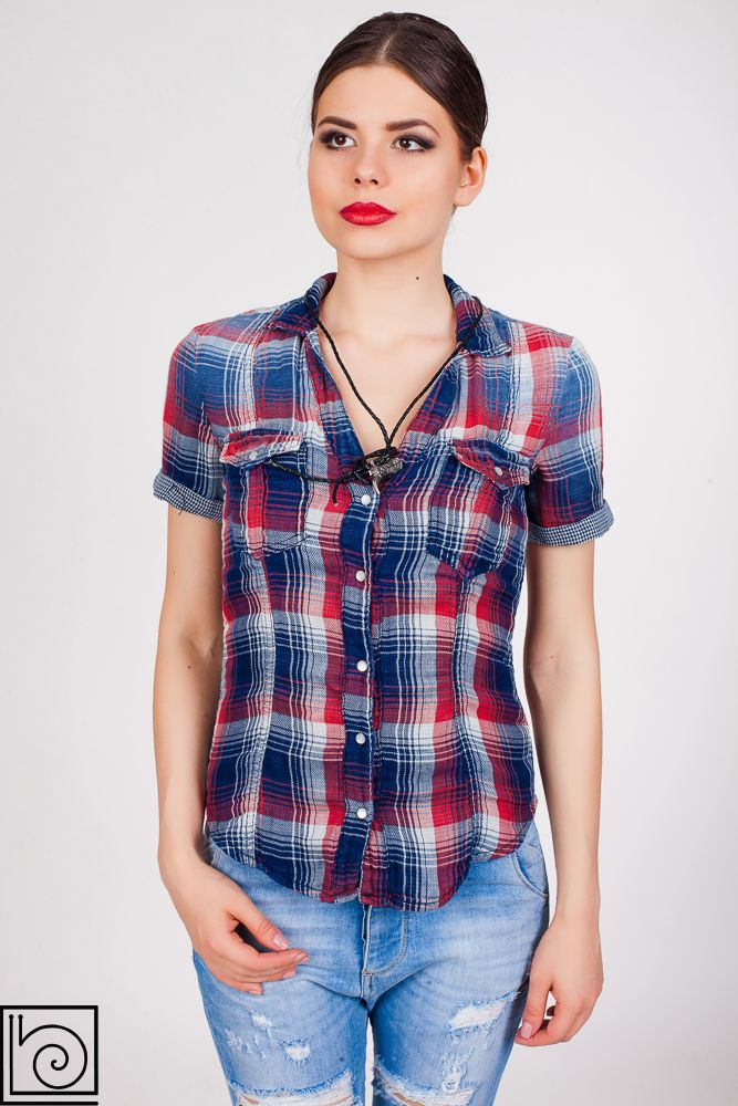 d4164bf1ce6 Женская рубашка брендовая с коротким рукавом. Сине-красная клетка. Спереди  два кармана.