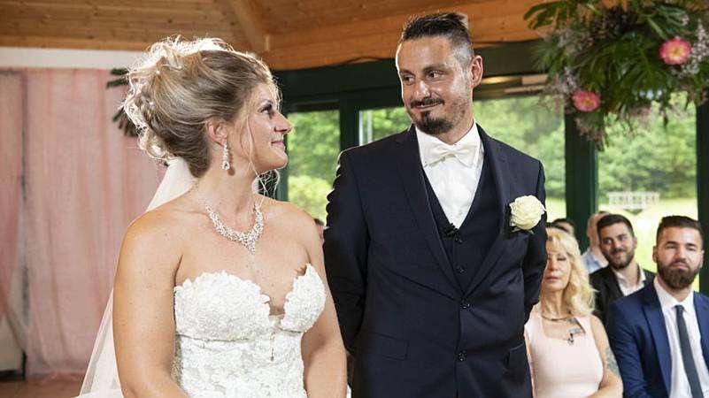 Hochzeit Auf Den Ersten Blick Samantha Ist Sie Schwanger Hochzeit Auf Den Ersten Blick Kleid Hochzeit Hochzeitskleid Spitze