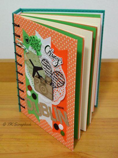Álbum de fotos em scrapbook (visão geral das páginas coloridas e com ...