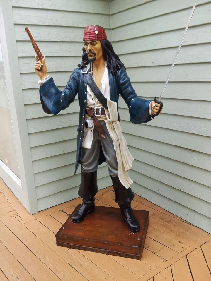 Pirate statue....I want!