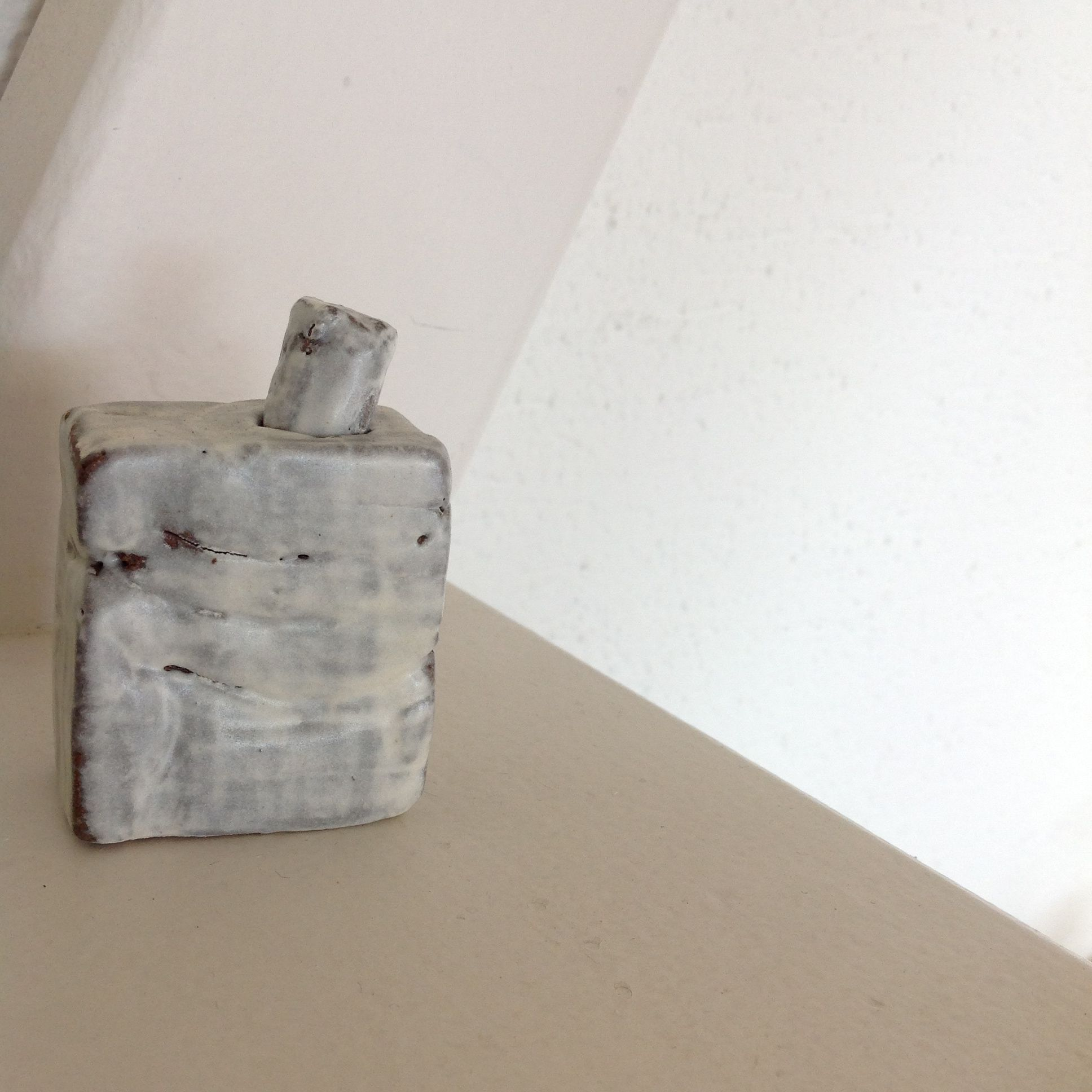 Ceramics / Pottery / small vase / white and light gray / by Ice Grey (Tokyo)