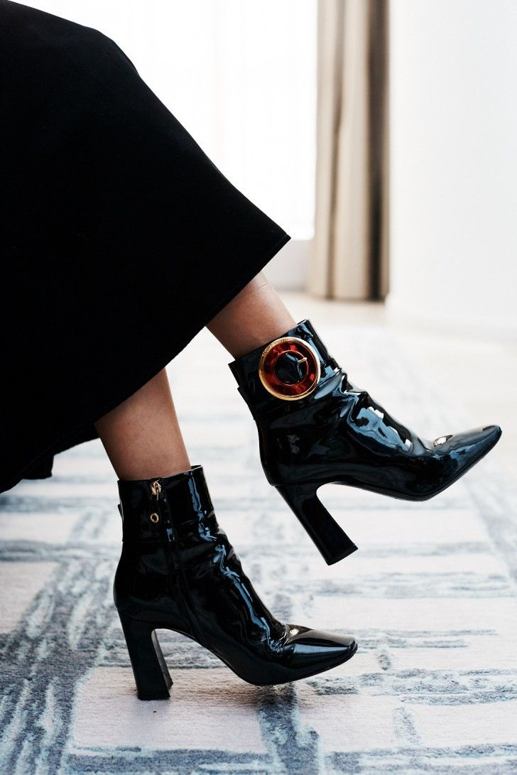 Inside Model Rola\'s New York Fashion Week Suitcase: Black Midi Skirt ...