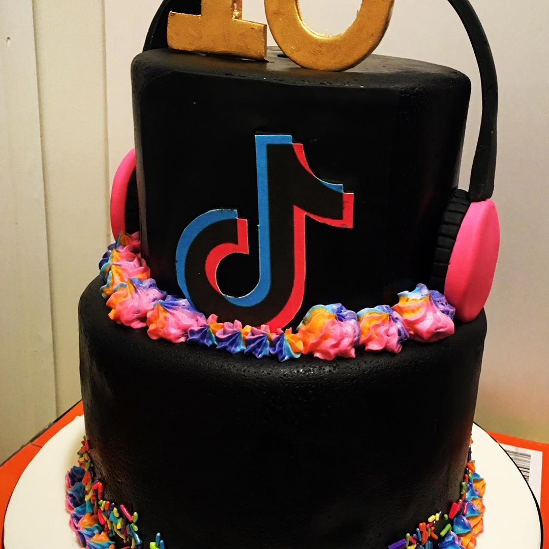 Candi Smith No Instagram First Time Tiktok Cake I Honestly Just Learned What Tiktok Was Pretty Birthday Cakes Cool Birthday Cakes Unique Birthday Cakes