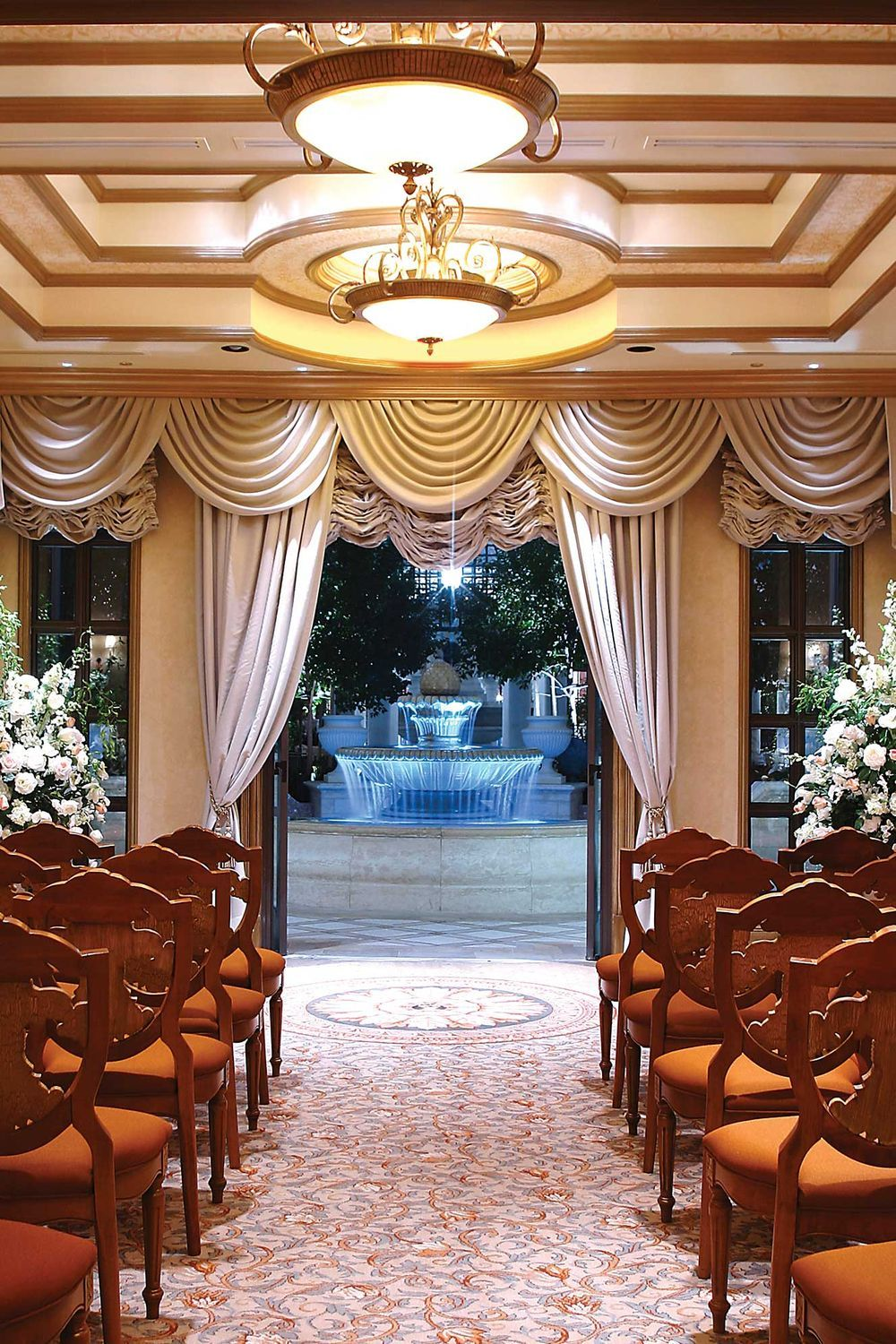 Resorts With Absolutely Gorgeous Wedding Chapels Vegas Wedding Venue Chapel Wedding Las Vegas Weddings