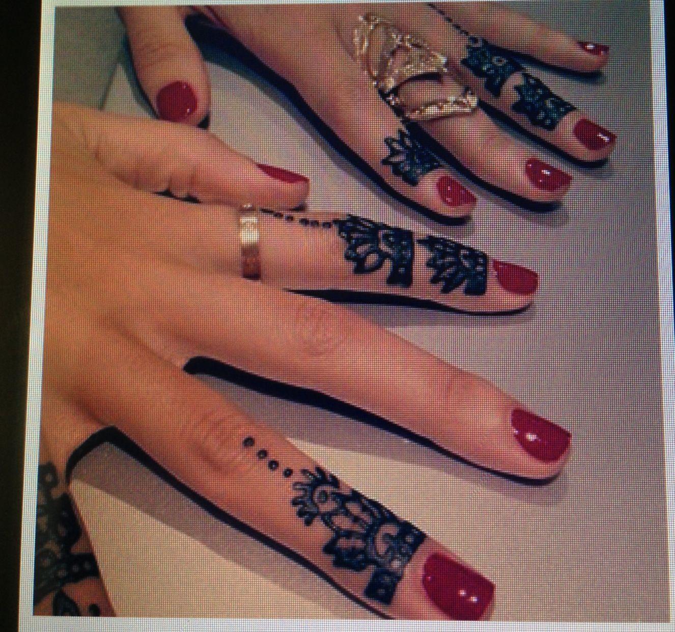 Henna Finger Tattoos: Tattoos & Piercings