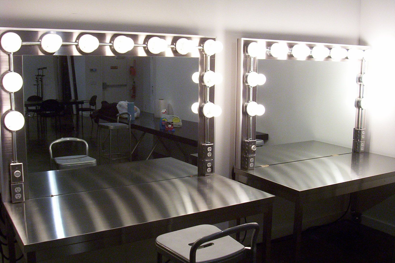 Vanity Makeup Set With Lights : makeup table with lights - Google Search vanity Pinterest Makeup rooms, Vanities and Lights