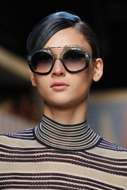 Fendi Spring 2018 Ready-to-Wear Accessories Photos - Vogue Oculos De Sol, 9418c8daf6