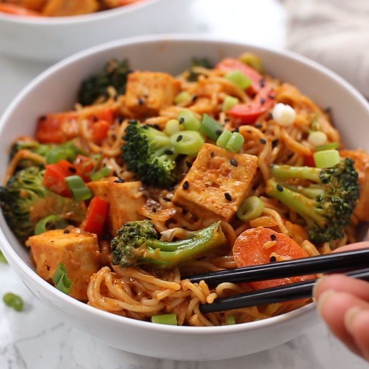 These healthy and vegan Red Curry Noodle Bowls are flavorful, saucy and super easy to make! Served with vegetables, crispy tofu, and gluten-free noodles, making for the perfect easy vegetarian dinner recipe!    These healthy and vegan Red Curry Noodle Bowls are flavorful, saucy and super easy to make! Served with vegetables, crispy tofu, and gluten-free noodles, making for the perfect easy vegetarian dinner recipe!