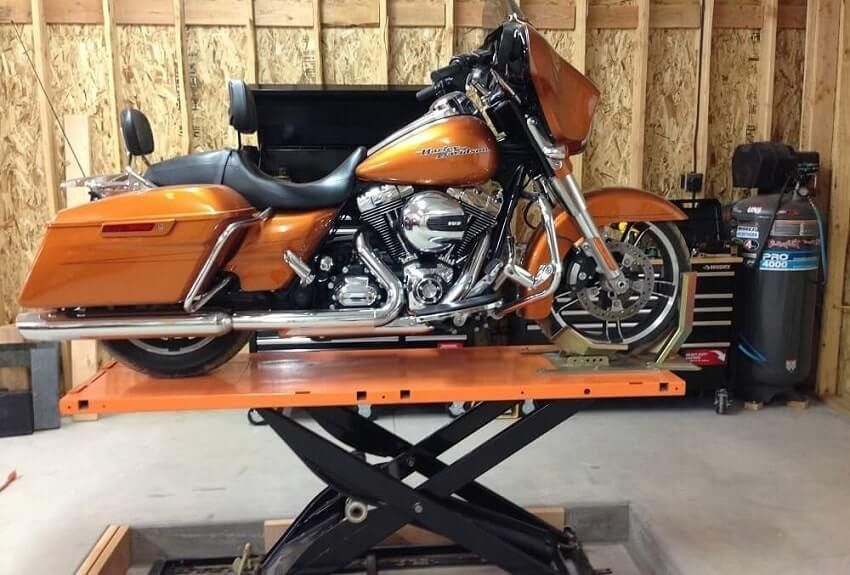 Motorcycle Lift Designed To Fold Up And Stand Up To Take Up A Minimal Amount Of Space In Your Crowded Garage Bike Lift For Ma Bike Lift Motorcycle Lift Design