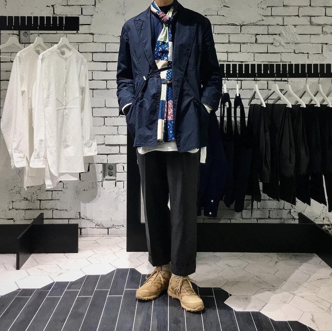 "Reposting @gyunseogi: ... ""유스 쇼룸도 꼬마전구로 크리스마스 느낌을 내볼까..!✨""  Menswear mode style fashion ootd homme"