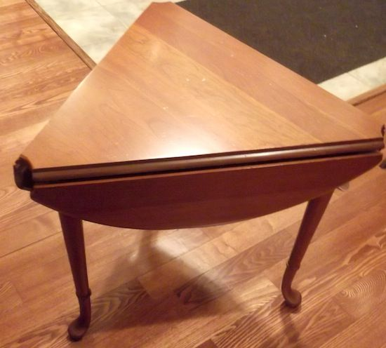 Neat 3 sided drop leaf end table, when leaves are up it becomes a