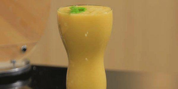 Cbc Sofra طريقة تحضير عصير ليمون بالخوخ شريف الحطيبي Recipe Milkshake Smoothies Glassware