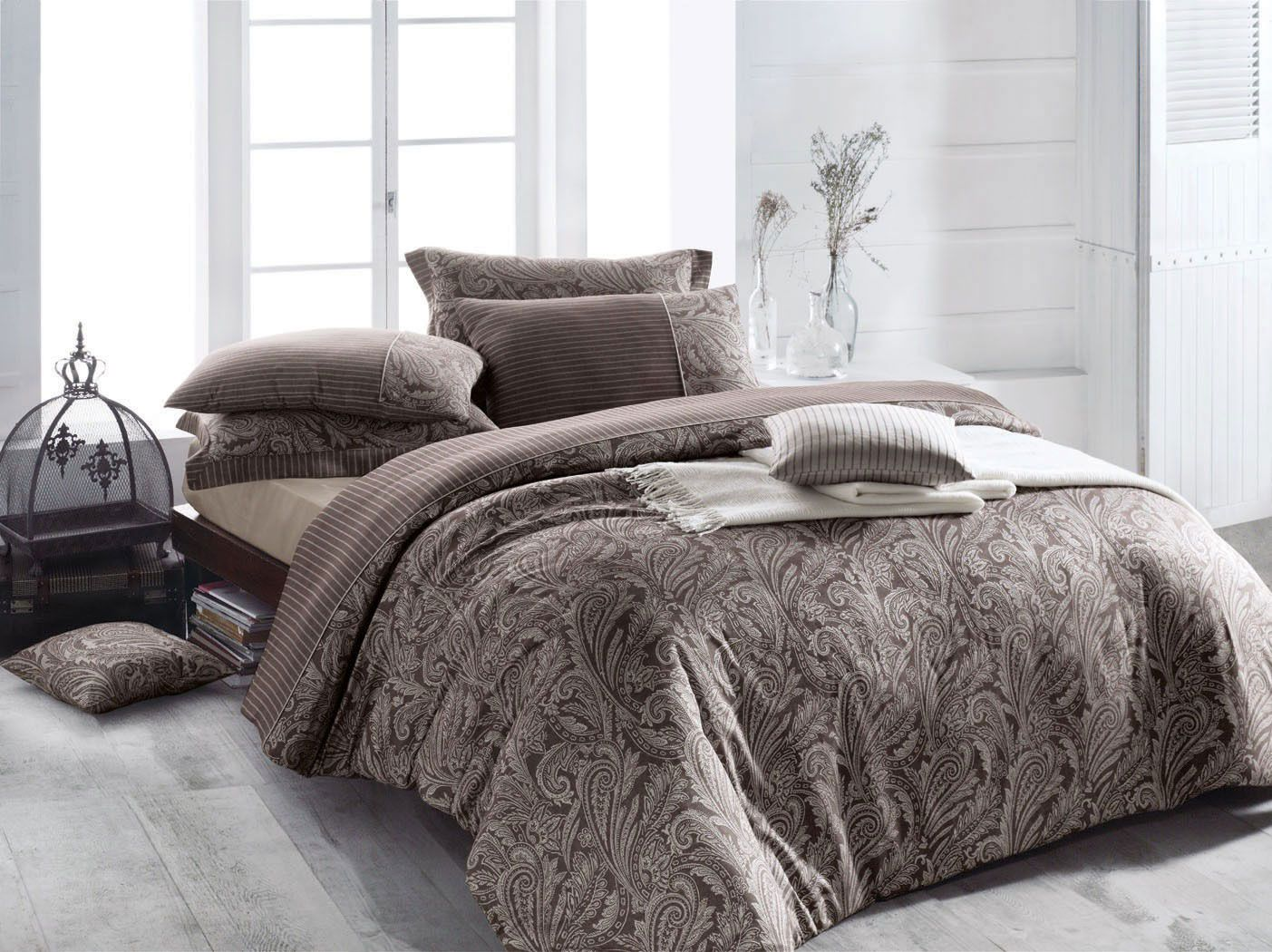 Elegant brown bedding. http://www.home-exclusive.ro/lenjerie-de-pat-lux-2-persoane-issimo-home-sheridan?path=130_131_170
