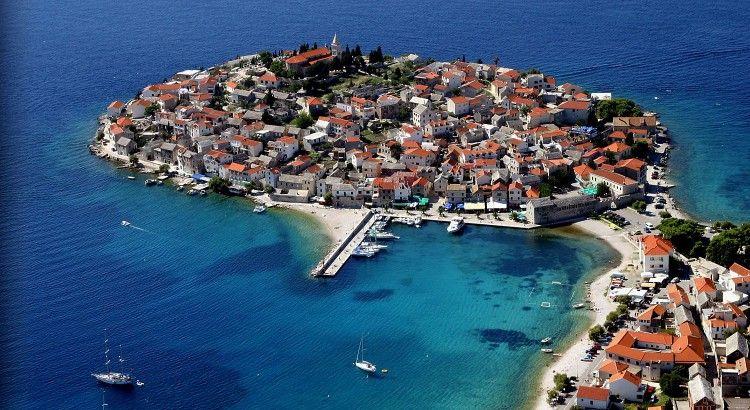 Vous comptez naviguer en voilier dans la mer Adriatique ? Avant votre départ, il est vivement recommandé de vous renseigner sur les vents qui y sévissent. Sachant que le vent est d'une importance capitale pour la réussite de votre croisière en Croatie.  À titre d'information, voici les principaux vents qui soufflent dans l'Adriatique de la Croatie.