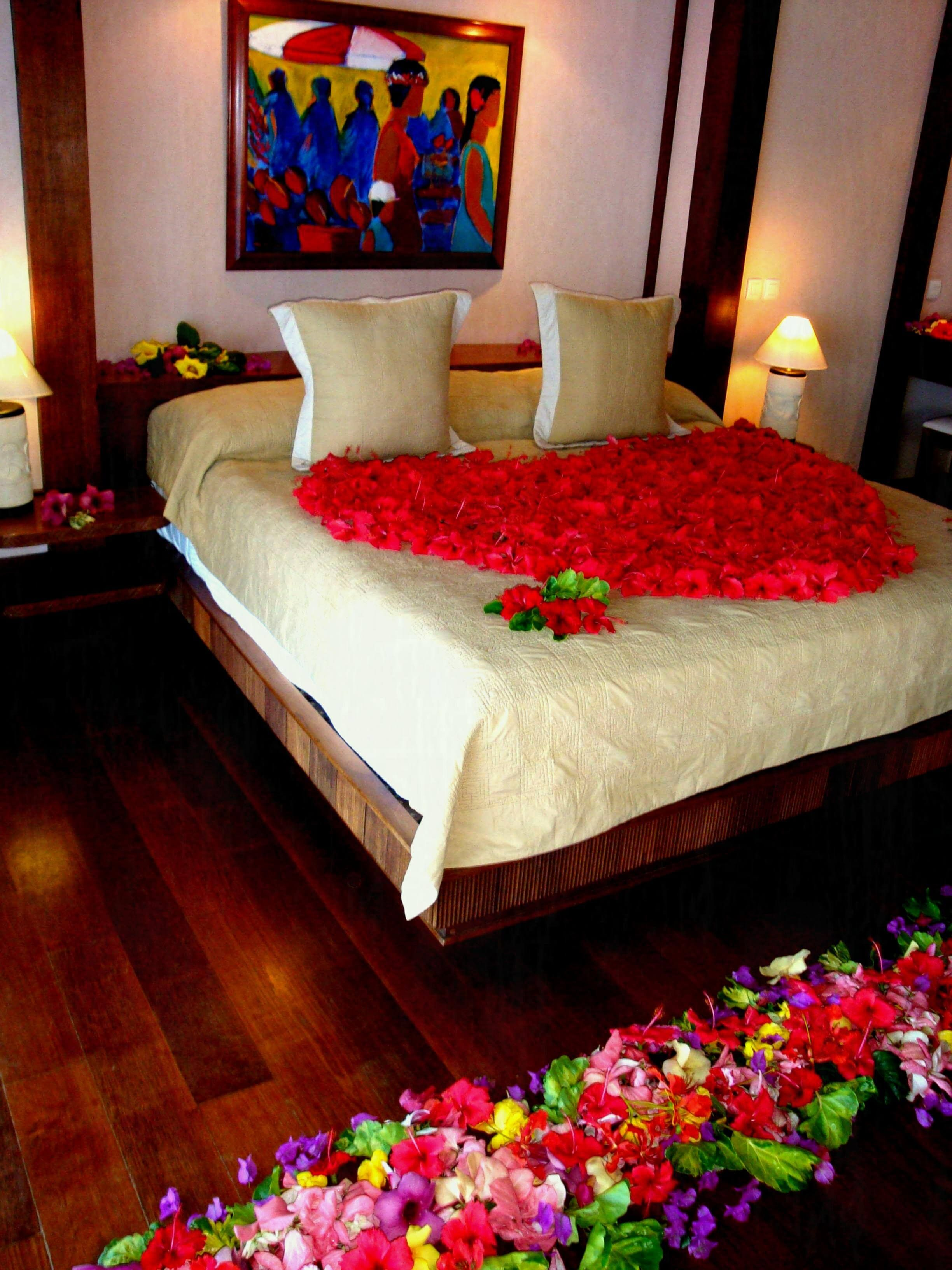 20 Valentine Bedroom Decoration Ideas For Spending Quality Time With Your Love Bedroom Decor For Couples Valentines Bedroom Valentine Bedroom Decor