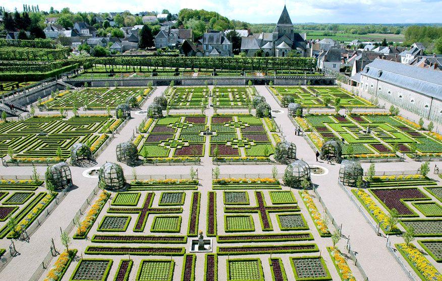Le potager d coratif des jardins de villandry est compos for Jardin villandry