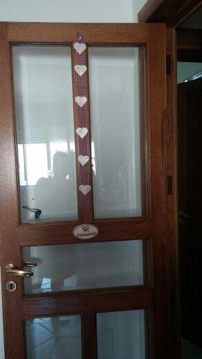 Cuori con il das e nastrino per decorare una porta in modo romantico !!!!