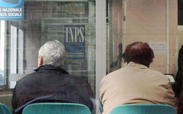 E' rivolta tra i sindacati: PENSIONI slittano i pagamenti al 10 del mese #pensioni #sindacati