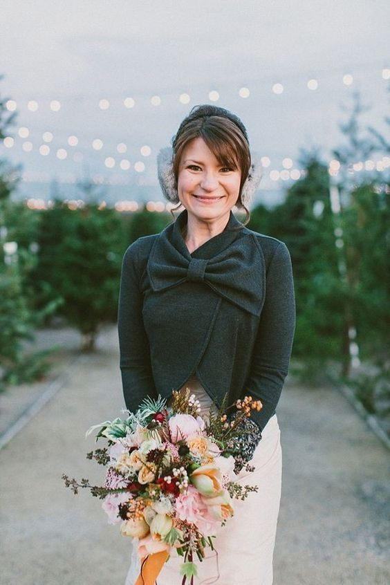 cute winter bride look! photo by Lauren Fair Photography | Winter Wedding Theme { Charcoal ,white,gold and silver} #winter #brides::