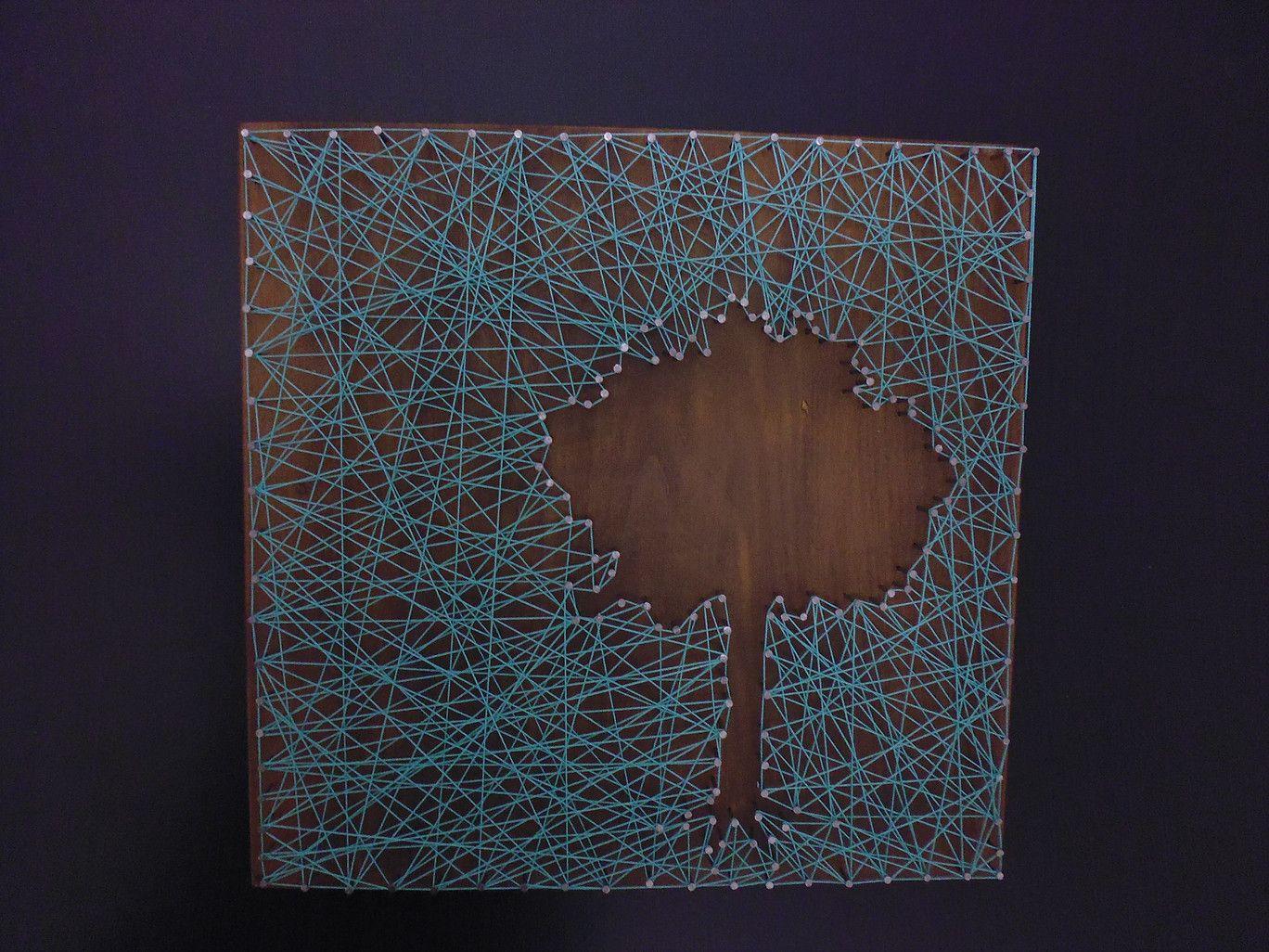 tableau bois arbre en n gatif planche bois lasur e avec fils tendus sur clous mes cr ations. Black Bedroom Furniture Sets. Home Design Ideas