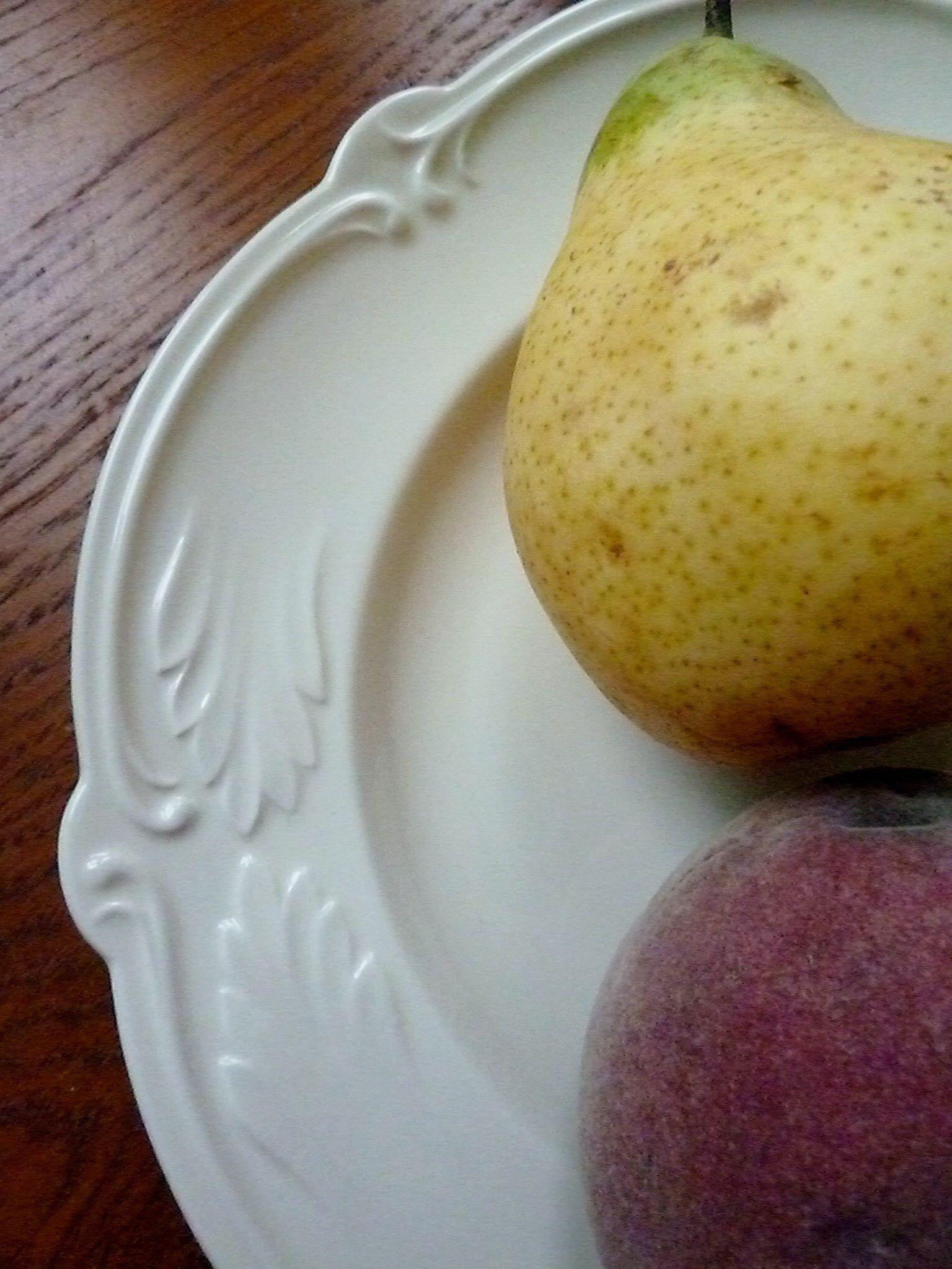 fruits ddans une assiette de Gien