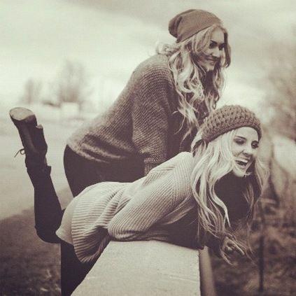 20 Reason You Must Do It Best Friend Winter Photoshoot Ideas