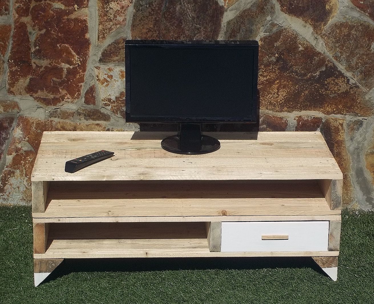 Mueble tv hecho con palets gohan for Fabricacion de muebles de palets de madera