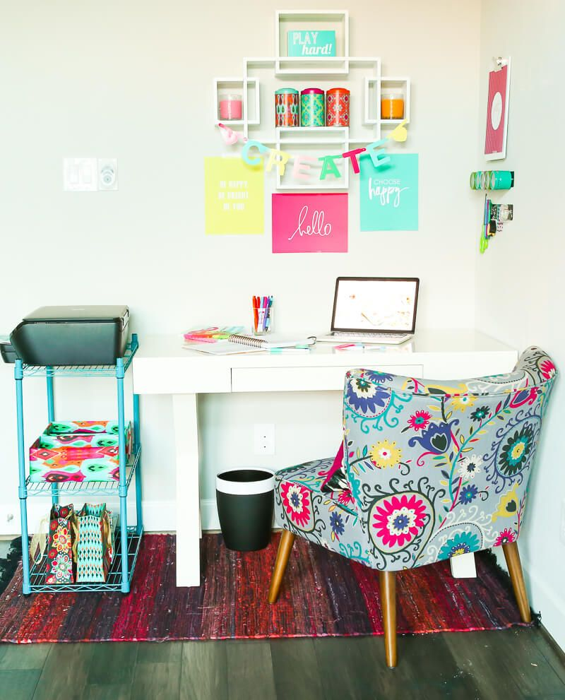 Gorgeous home office ideas that use neutral furniture and a bright ...