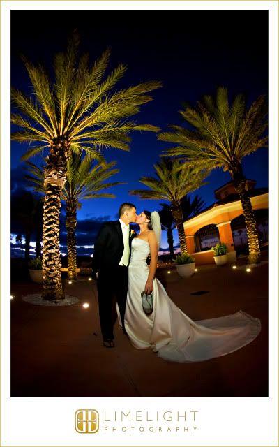 Bride, Groom, Palm trees, Hyatt Regency Clearwater Beach, Kiss, Wedding Photography, Limelight Photography, www.stepintothelimelight.com