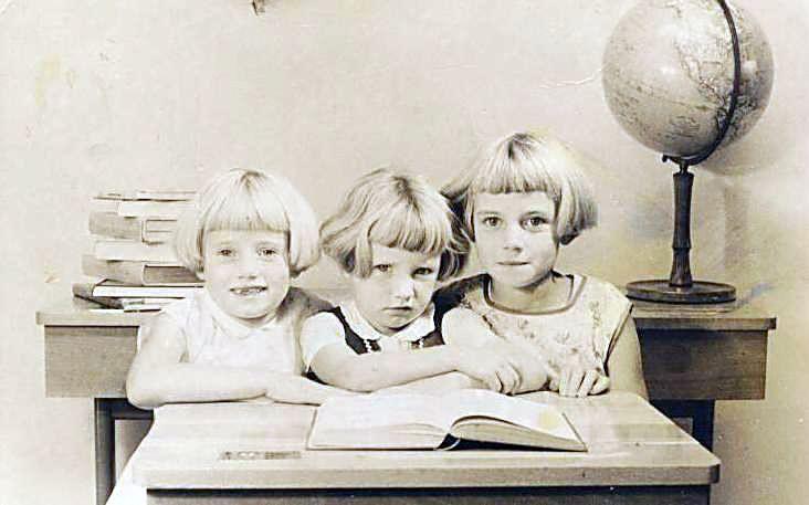 Schoolfoto gezussen Wijnen circa 1962 Someren Eind, middelste zusje (Betsie) overleden in 1963