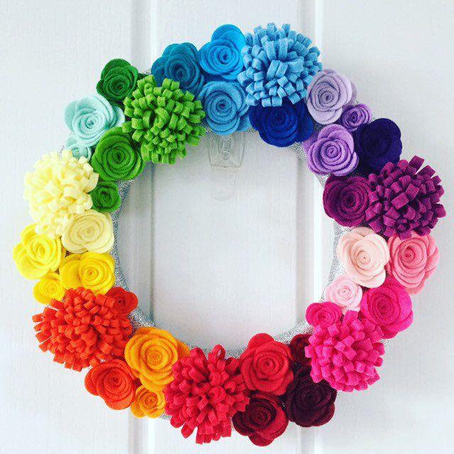 Rainbow wreath. Felt flower wreath. Rose door wreath. Nursery decor wreath. Rainbow themed bedroom decor. Felt rose wreath. Handmade flower #rainbowroses
